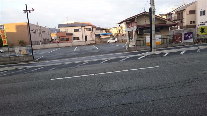 津乃国屋さんも広い駐車場です